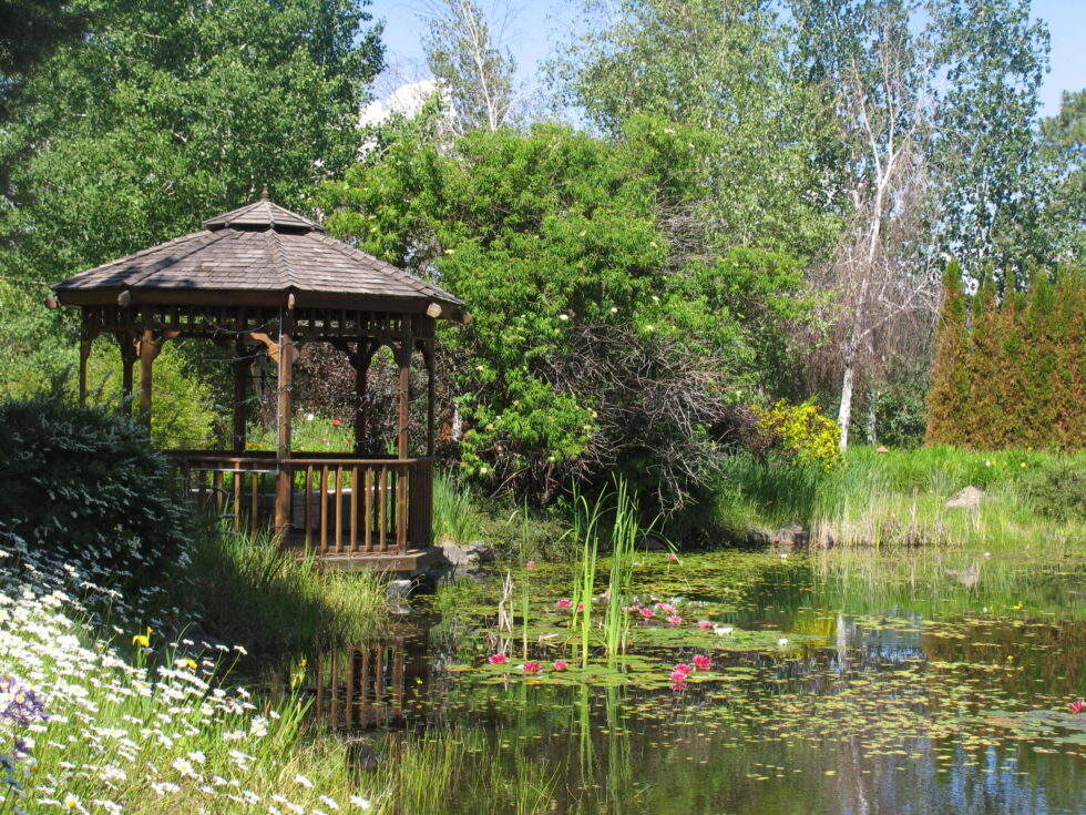 Tumalo pond with gazebo