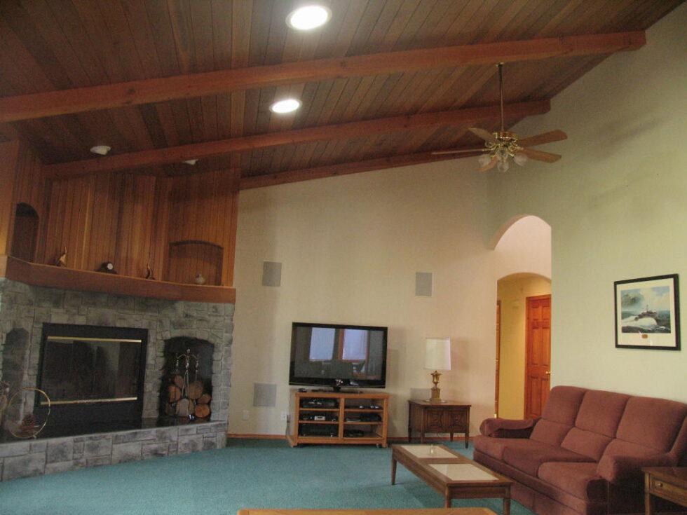 Eagle Crest: 2067 Condor Ct Redmond OR 97756-greatroom