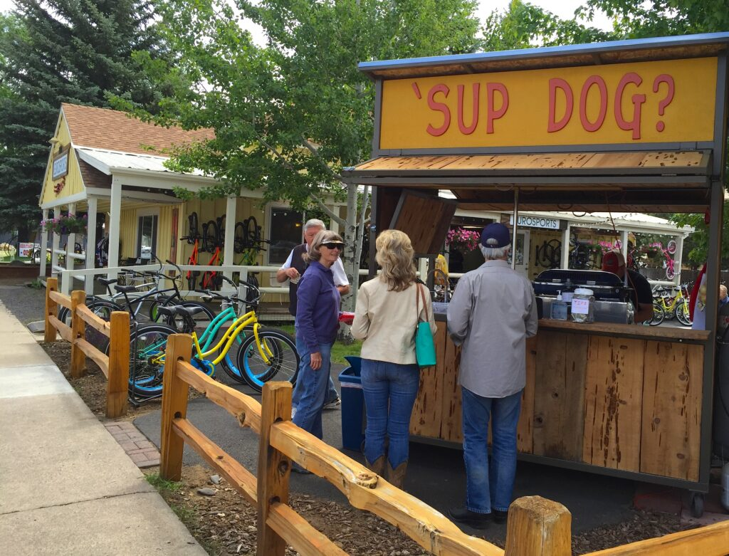 New Business in Sisters-'Sup Dog